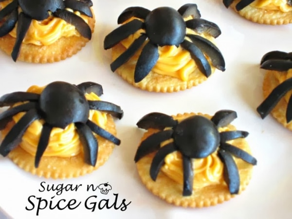 Easy Halloween Appetizers: Cheesy Spider Bites | thegoodstuff