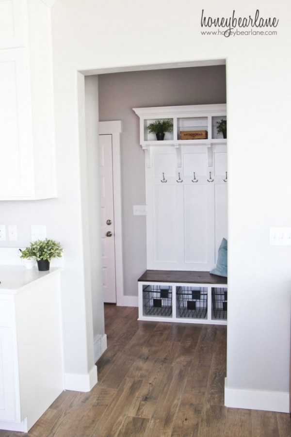 How to Organize Your Entryway: DIY Mudroom Bench | thegoodstuff