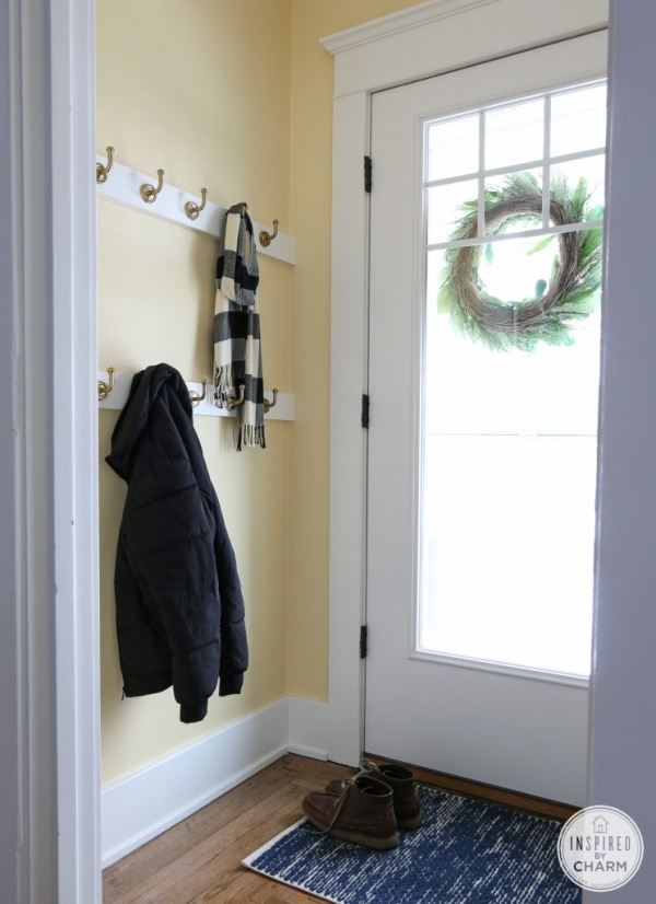 How to Organize Your Entryway: Modern Coat Hooks | thegoodstuff