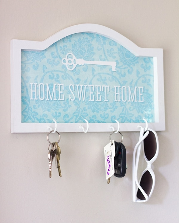 How to Organize Your Entryway: Home Sweet Home Key Hook | thegoodstuff
