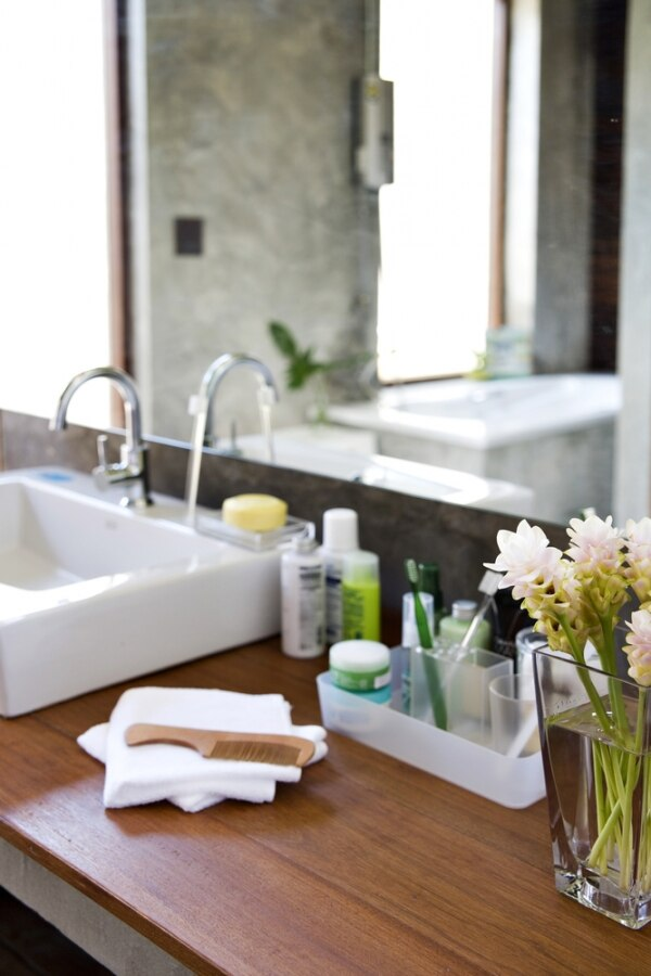 How to Organize Your Bathroom | thegoodstuff