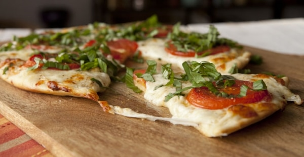Quick Guide: Host a Make-Your-Own Pizza Party | thegoodstuff
