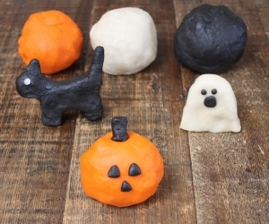 easy-halloween-crafts-for-kids_feat