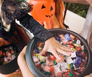 halloween-candy-sales_feat