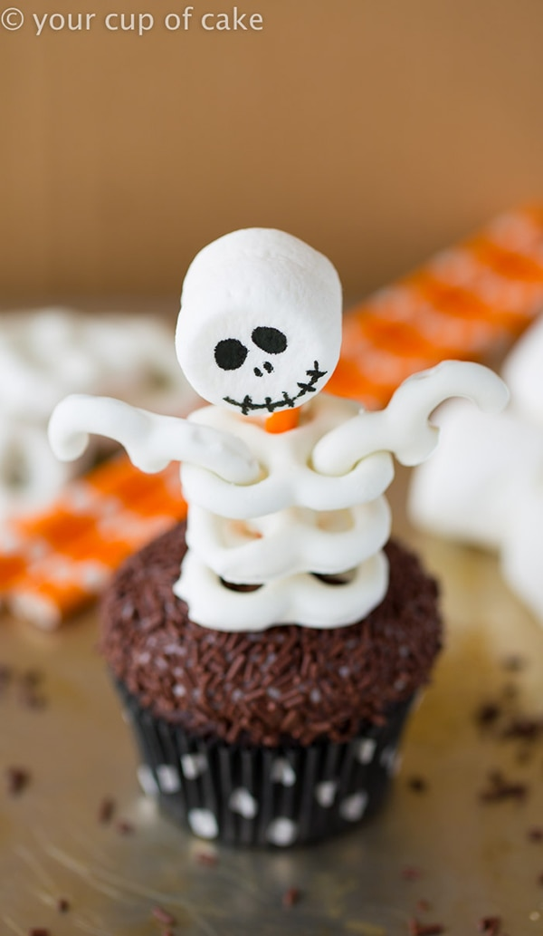 12 Halloween Cupcakes You'll Be Too Scared to Eat!: Skeleton Cupcakes | thegoodstuff