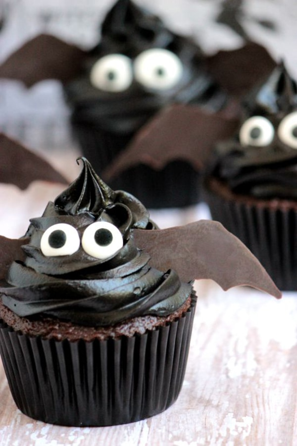 12 Halloween Cupcakes You'll Be Too Scared to Eat!: Bat Cupcakes | thegoodstuff