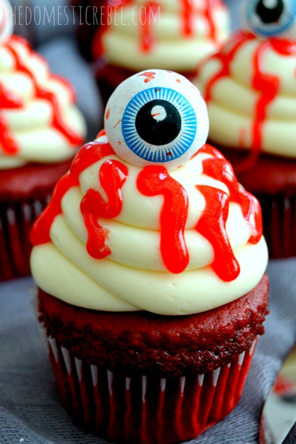 12 Halloween Cupcakes You'll Be Too Scared to Eat!: Bloody Eyeball Cupcakes | thegoodstuff