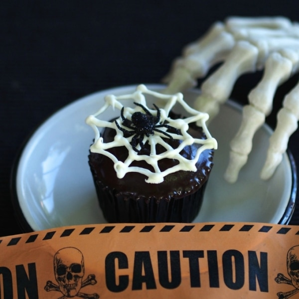 12 Halloween Cupcakes You'll Be Too Scared to Eat!: Spider Cupcakes | thegoodstuff