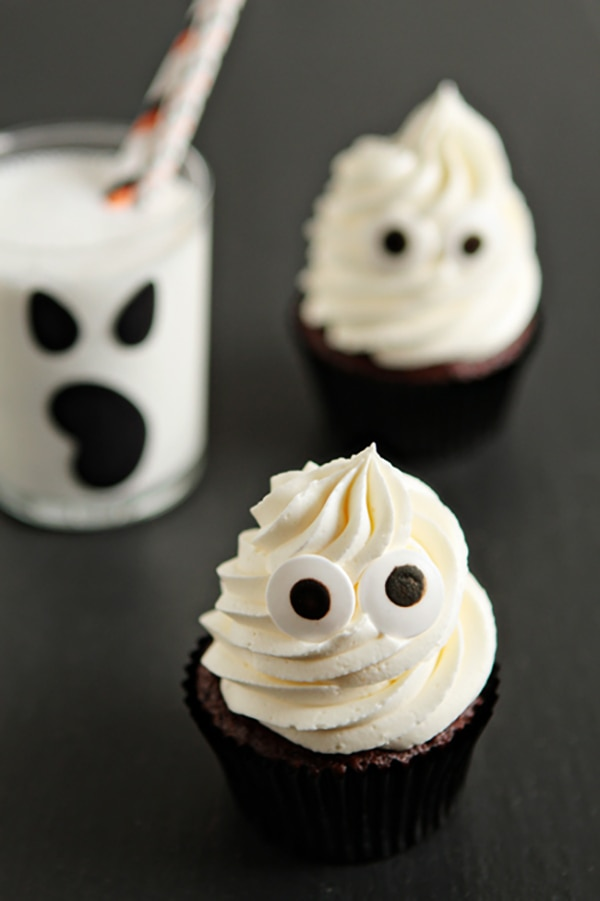 12 Halloween Cupcakes You'll Be Too Scared to Eat!: Ghost Cupcakes | thegoodstuff
