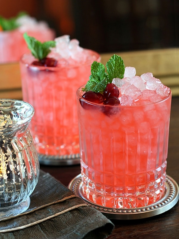 Tasty, Sparkly & Fizzy Cranberry Cocktails | thegoodstuff