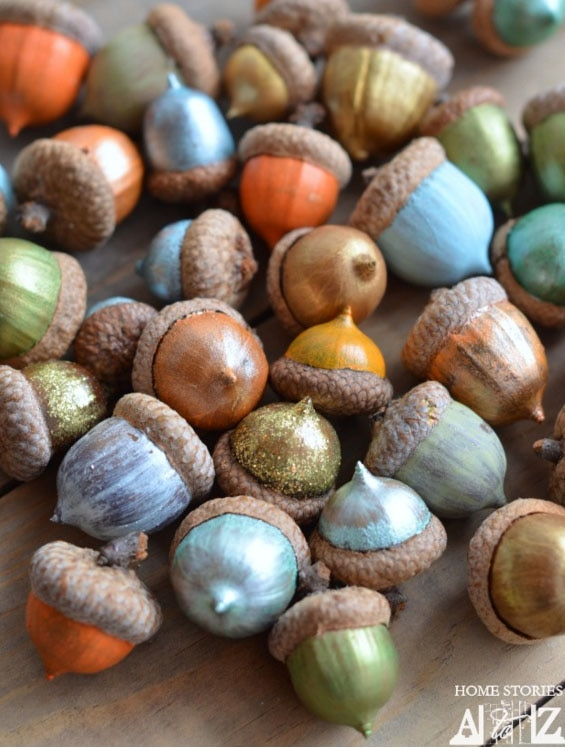 Gourds, Acorns & Leaves, Oh My! 9 DIY Fall Centerpieces: Painted Acorns | thegoodstuff