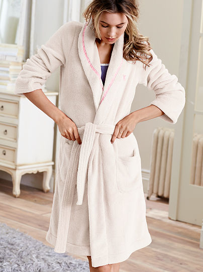 cozy-short-robe