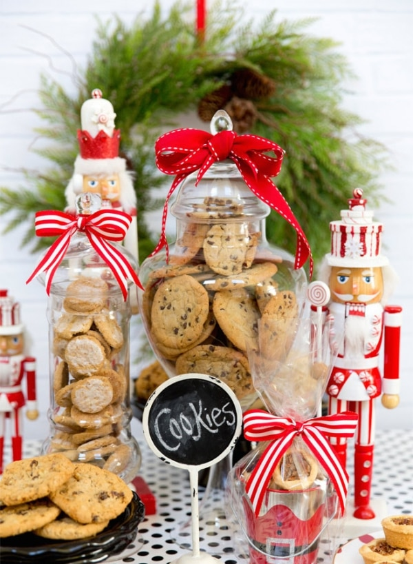Holiday Cookie Exchange Ideas: Cookie Display Jars | thegoodstuff