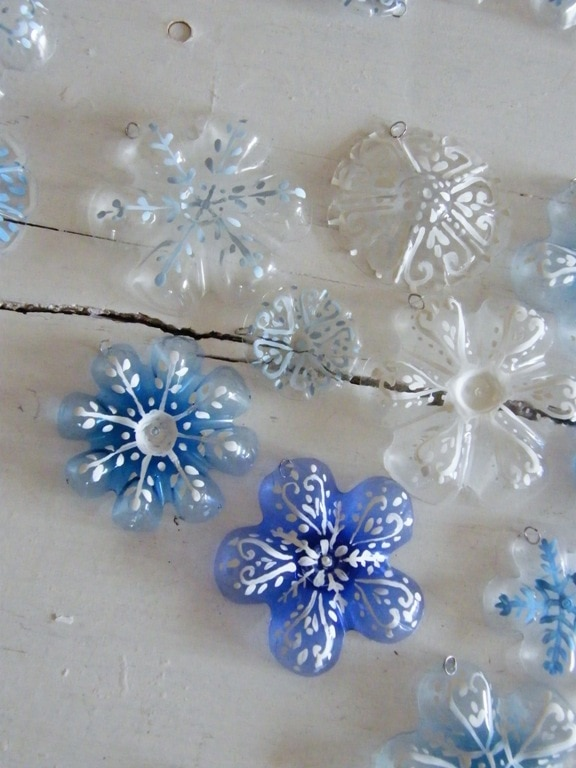 15 DIY Christmas Ornaments Made with Everyday Items | thegoodstuff