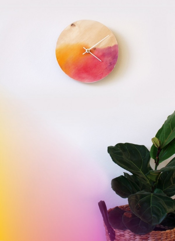 10 Inexpensive DIY Christmas Gifts: Watercolor Clock | thegoodstuff