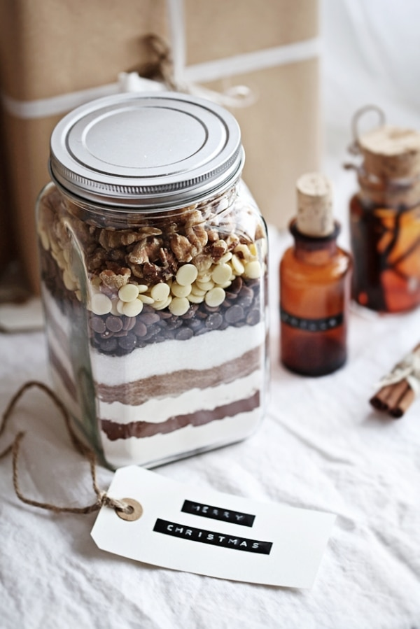 20 Mason Jar Gifts You Can Fill, Wrap & Give | thegoodstuff