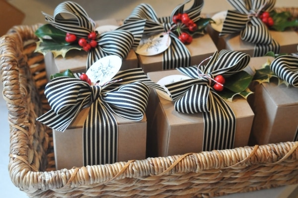 20 cute ideas for packaging christmas cookies thegoodstuff - Envolturas de regalos ...