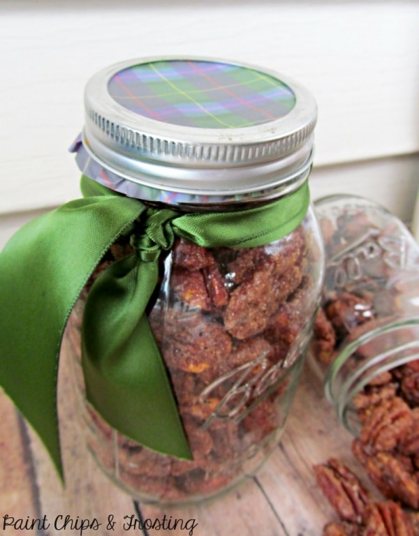 20 Tips for Packaging Christmas Cookies: Mason Jars with Plaid Lids | thegoodstuff