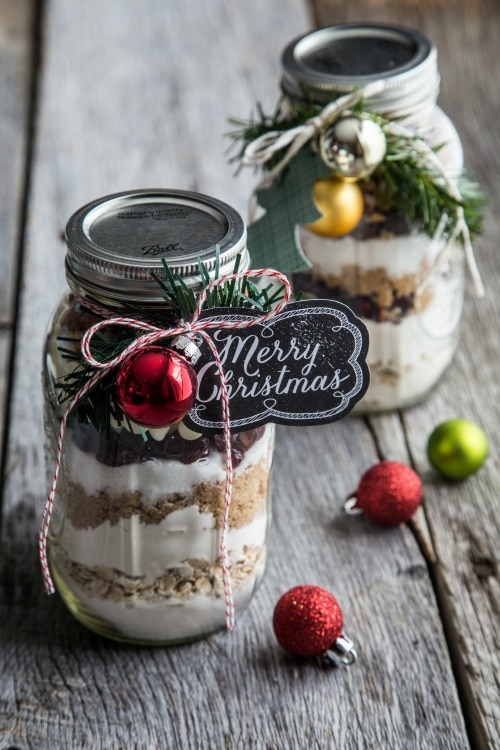 20 Tips for Packaging Christmas Cookies: Cookie Ingredients in a Jar | thegoodstuff