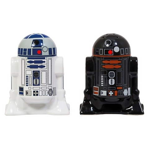Star Wars Round 2 Piece Salt & Pepper Shaker Set - Black and White