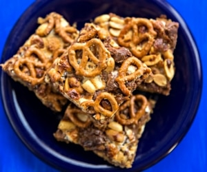 7-Layer Snickers & Pretzel S'Mores Bars [Recipe + Video] | thegoodstuff