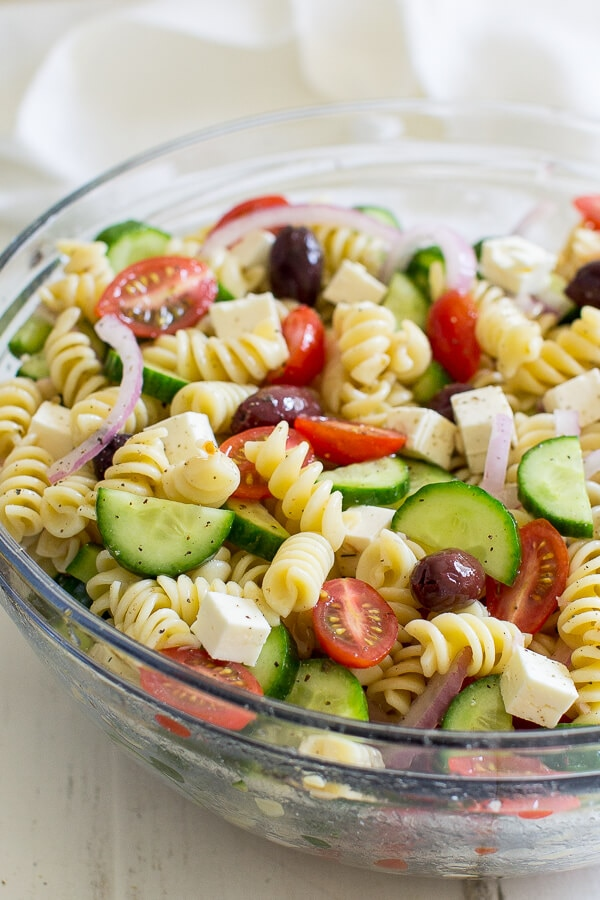 Cool & Creamy Buffalo Chicken Pasta Salad + 6 Easy Pasta Salads | thegoodstuff