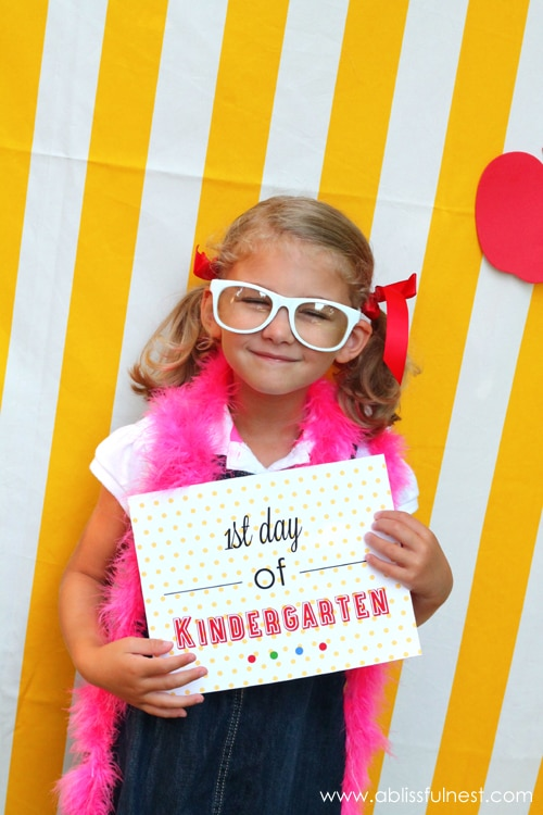 5 Fun First Day of School Photo Ideas | thegoodstuff