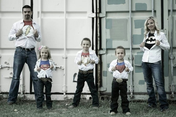 10 family christmas photo ideas that are totally not for Family of 4 picture ideas