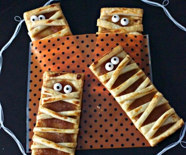 3-Ingredient Apple Butter-Stuffed Mummy Pop Tarts - thegoodstuff