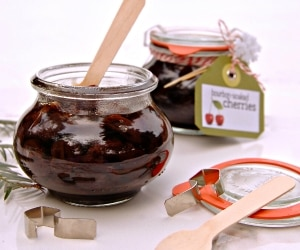 How to Make Bourbon-Soaked Cherries & Other Boozy Gifts | thegoodstuff