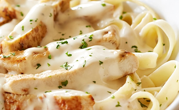 Dish Up This Tasty Chicken Alfredo Olive Garden Copycat Recipe! | thegoodstuff
