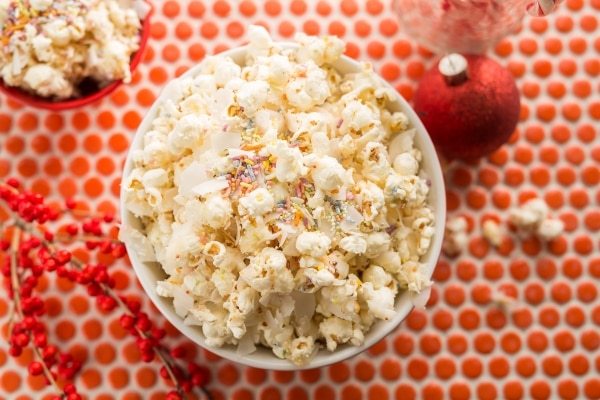 This Christmas Popcorn Recipe Will Put Some Merry in Your Munchies! | thegoodstuff