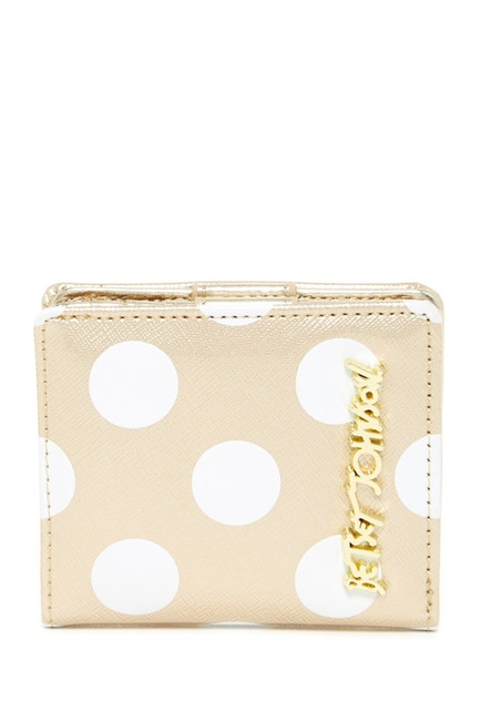 12 Cheerful Accessories to Blast Away Your Winter Blues   thegoodstuff