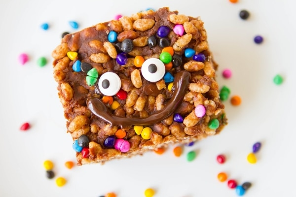 9 Rainbow Food Recipes Your Kids Will Flip Over: No-Bake Cocoa Puff Bars