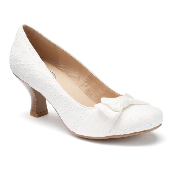 White Kitten Heel Pumps Under $50 | thegoodstuff