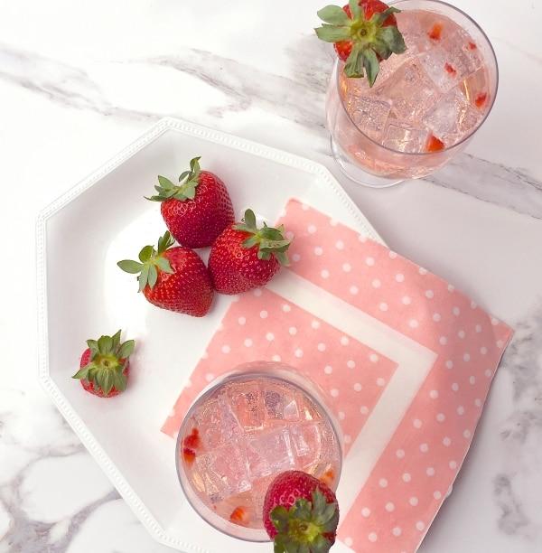 Rose-Berry Fizz Spring Cocktails | thegoodstuff