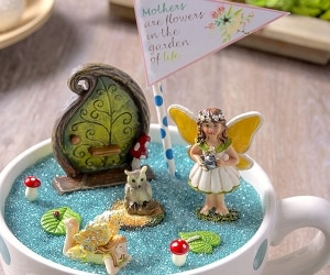How to Make a Fairy Garden in a Teacup | thegoodstuff