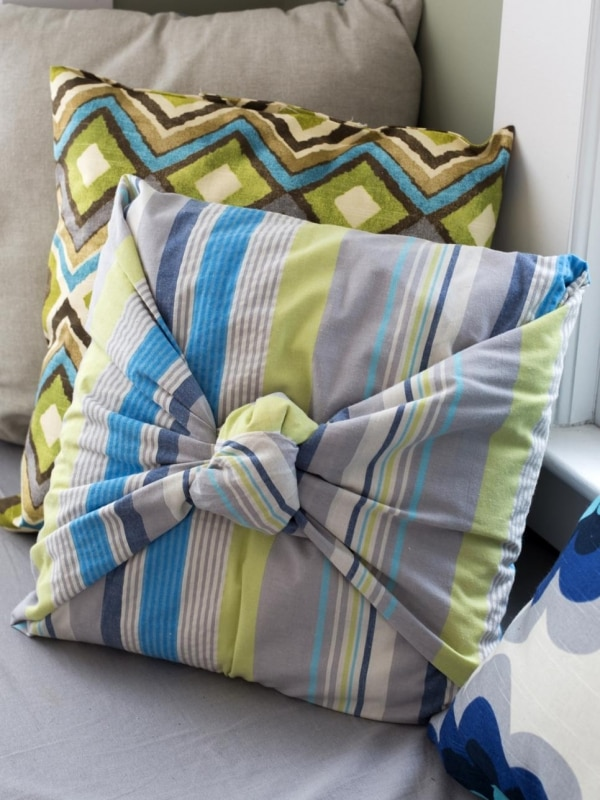 6. Knot pillows